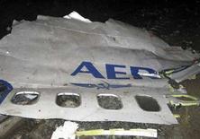 <p>Часть фюзеляжа разбившегося в Перми самолета компании Аэрофлот 14 сентября 2008 года. Комиссия, расследующая катастрофу лайнера компании Аэрофлот-Норд, отвергла версию возгорания двигателей и разрушения самолета в воздухе, сообщил Межгосударственный авиационный комитет. REUTERS/Alexei Zhuravlev/KP-Perm (RUSSIA)</p>