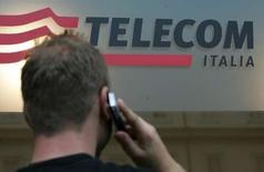 <p>Telecom Italia a convenu avec les syndicats de supprimer 5.000 emplois, a déclaré vendredi à Reuters une source syndicale. /Photo d'archives/REUTERS/Dario Pignatelli</p>