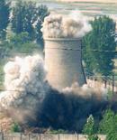 <p>Разрушение охлаждающей башни атомной станции в Северной Корее 27 июня 2008 года. Северная Корея больше не стремится к исключению из американского списка стран-пособников международного терроризма и работает над восстановлением своего ядерного реактора в Йонбене, говорится в заявлении МИД страны распространенному через государственное информационное агентство KCNA. REUTERS/Kyodo</p>