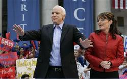 <p>Republican presidential nominee Senator John McCain (R-AZ) stands alongside Republican Vice presidential nominee Sarah Palin (R) during a rally in Media, Pennsylvania September 22, 2008. REUTERS/Tim Shaffer</p>