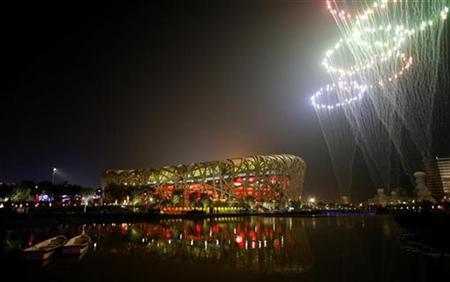 Fireworks explode during the closing ceremony of the Beijing 2008 Olympic Games at the National Stadium, August 24, 2008. REUTERS/Claro Cortes