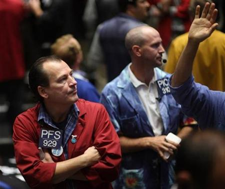 Traders in the S&P 500 pit at the Chicago Mercantile Exchange September 19, 2008. REUTERS/John Gress