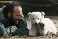 <p>Berlin zoo employee Thomas Doerflein plays with polar bear cub Knut during the bear's first presentation in Berlin zoo, in this March 23, 2007 file picture. REUTERS/Arnd Wiegmann/File</p>