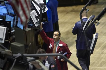 Traders work on the floor of the New York Stock Exchange in New York September 23, 2008. REUTERS/Jacob Silberberg