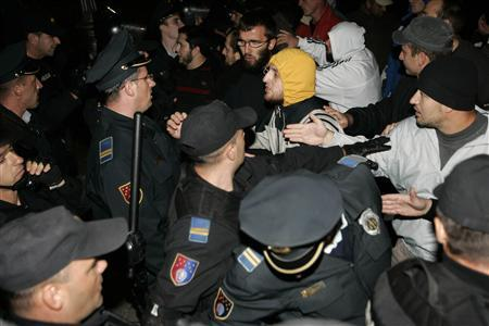 Bosnian policemen scuffle with protesters during the first-ever gay festival organised in Bosnia in central Sarajevo September 24, 2008. Bosnian police clashed on Wednesday with young men attacking the country's first gay festival in Sarajevo. Police said at least eight people were injured when attackers dragged some people from vehicles and beat others in the street. A policeman was also injured. REUTERS/Stringer