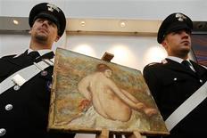 <p>Carabinieri muestran la obra recuperada del artista Pierre-Auguste Renoir en una conferencia de prensa en Roma, 26 sep 2008. La policía italiana dijo el viernes que recuperó una obra del maestro del impresionismo Pierre-Auguste Renoir, que fue robada en 1975 de un coleccionista privado en Milán. REUTERS/Dario Pignatelli</p>