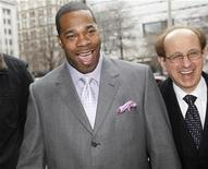 <p>Rap artist Trevor Smith, Jr., better known as Busta Rhymes, arrives at state court with one of his lawyers for sentencing on assault charges, in New York, March 18, 2008. REUTERS/Chip East</p>