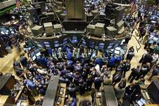 <p>Traders gather at the Bank of America kiosk on the floor of the New York Stock Exchange in New York, September 24, 2008. REUTERS/Brendan McDermid</p>