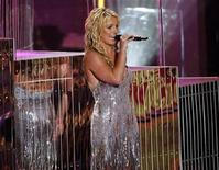 <p>Britney Spears opens the show at the 2008 MTV Video Music Awards in Los Angeles, September 7, 2008. REUTERS/Mario Anzuoni</p>