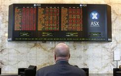 <p>A man looks at a board at the Australian Securities Exchange (ASX) in Melbourne September 30, 2008. REUTERS/Mick Tsikas</p>