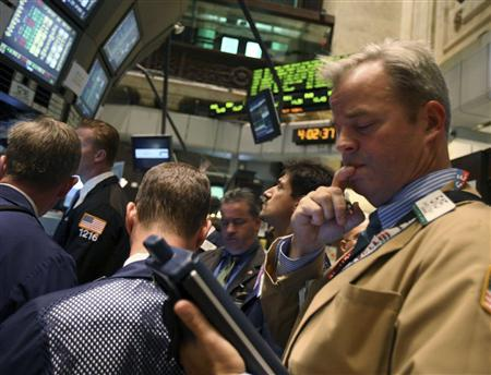 Traders make sure their final trades are processed just after the closing bell on the floor of the New York Stock Exchange, September 30, 2008. REUTERS/Brendan McDermid
