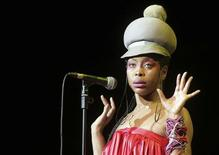 <p>Singer Erykah Badu performs at the Music Park Auditorium in Rome in this picture taken July 6, 2008. REUTERS/Musacchio & Ianniello/Handout</p>