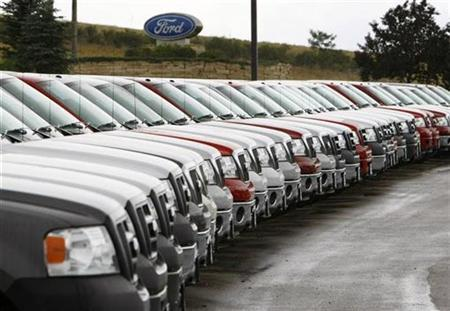 A long line of Ford trucks for sale are seen at a Ford dealership in Broomfield, Colorado July 23, 2008. REUTERS/Rick Wilking