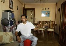 <p>Rodolfo Jaramillo, an immigrant from Ecuador, gestures in his home in Parla, near Madrid, September 24, 2008. REUTERS/Sergio Perez</p>