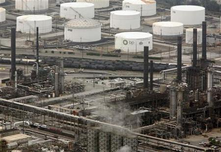 The BP oil refinery is seen in Whiting, Indiana, August 16, 2007. REUTERS/John Gress