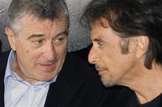 """<p>Os atores Robert De Niro (esq) e Al Pacino posam em divulgação de seu nome filme """"As Duas Faces da Lei"""" em Roma em 16 de setembro. Consagrados e bem-sucedidos, os atores possuem a maior qualidade de todo astro realmente importante: o de garantir bilheteria de um filme apenas por protagonizá-lo. REUTERS/Dario Pignatelli</p>"""