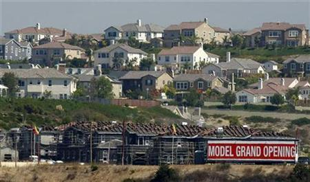 New homes are shown for sale in Carlsbad, California September 25, 2008. REUTERS/Mike Blake