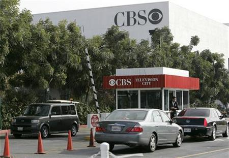 Cars enter and exit CBS Television City in Los Angeles, California, November 4, 2007. REUTERS/Danny Moloshok