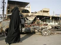 <p>A woman walks past the scene of a bomb attack in Baghdad, October 11, 2008. REUTERS/Bassim Shati</p>