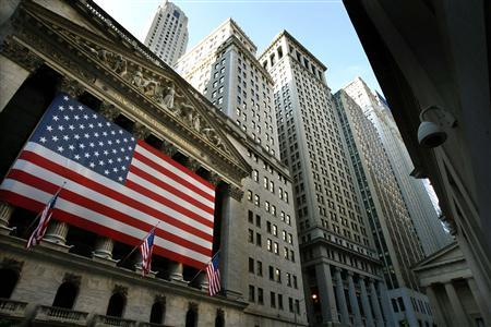 An American flag hangs over the exterior of the New York Stock Exchange in New York, October 9, 2008. The Dow Jones Industrial Average dropped 678.91 points on the trading session Thursday to finish at 8579.19 closing below 9,000 for the first time since 2003. REUTERS/Mike Segar