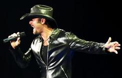 <p>Singer Tim McGraw performs during a Hurricane Benefit concert at the New Orleans Arena in New Orleans, Louisiana, July 5, 2006. REUTERS/Sean Gardner</p>