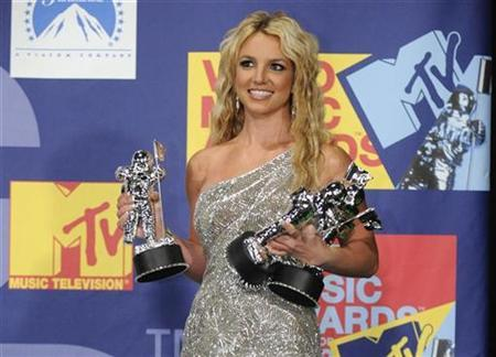 Britney Spears poses backstage with her three awards for best pop video, video of the year and best female video for ''Piece of Me'' at the 2008 MTV Video Music Awards in Los Angeles September 7, 2008. REUTERS/Phil McCarten