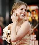 """<p>Amy Adams sonría al llegar al estreno del filme """"Tropic Thunder"""" en Westwood, California 11 ago 2008. Amy Adams está en negociaciones para protagonizar """"Leap Year"""", una comedia romántica programada para comenzar a principios del 2009. REUTERS/Mario Anzuoni (EEUU)</p>"""
