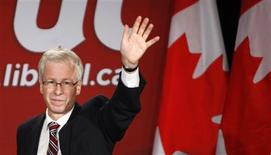 <p>Liberal leader Stephane Dion waves to supporters at his election night headquarters in Montreal, October 14, 2008. REUTERS/Shaun Best</p>