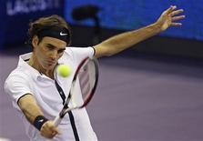 <p>O suíço Roger Federer derrotou Jo-Wilfried Tsonga, da França, no Masters Series de Madri. REUTERS/Juan Medina (SPAIN)</p>