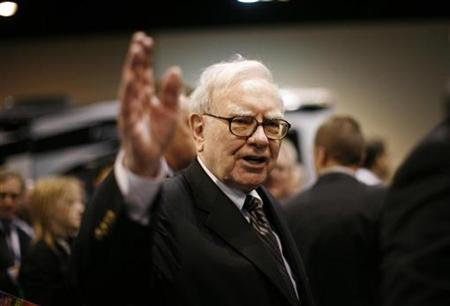 Billionaire financier and Berkshire Hathaway Chief Executive Warren Buffett greets shareholders during the Berkshire Hathaway Annual Shareholders meeting in Omaha, Nebraska in this May 3, 2008 file photo. REUTERS/Carlos Barria