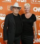<p>Tony Curtis con la moglie Jill Vandenberg . REUTERS/Mario Anzuoni</p>