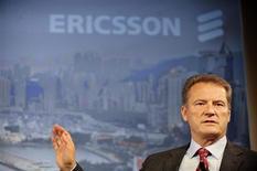 <p>O presidente-executivo da Ericsson, Carl-Henric Svanberg, fala durante coletiva de imprensa em Estocolmo, no dia 20 de outubro. A fabricante de equipamentos de telecomunicações Ericsson surpreendeu investidores nesta segunda-feira com a divulgação de um forte lucro de terceiro trimestre. A companhia escapou ilesa das turbulências nos mercados financeiros mundiais e suas ações chegaram a disparar mais de 20 por cento. REUTERS/SCANPIX/Jessica Gow (SWEDEN). NO COMMERCIAL SALES.. SWEDEN OUT. NO COMMERCIAL OR EDITORIAL SALES IN SWEDEN..</p>