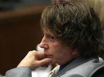<p>Music producer Phil Spector attends his murder trial at the Los Angeles Superior Court September 20, 2007. Spector again faced the music of murder charges on Monday as formal jury selection got underway for his second trial in the death of an actress at his faux castle home in 2003. REUTERS/Gabriel Bouys/Pool</p>