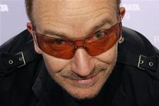 <p>O U2 vai receber cerca de 19 milhões de dólares em ações da Live Nation, como parte de um acordo de 12 anos assinado pela banda e pela promotora de shows no começo do ano. A Liva Nation, que tem base em Los Angeles, registrou 1,56 milhão de ações em nome do U2. REUTERS/Benoit Tessier</p>