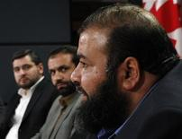 <p>Ahmad El Maati (R) speaks during a news conference with Abdullah Almalki (L) and Muayyed Nureddin in Ottawa October 21, 2008. REUTERS/Chris Wattie</p>