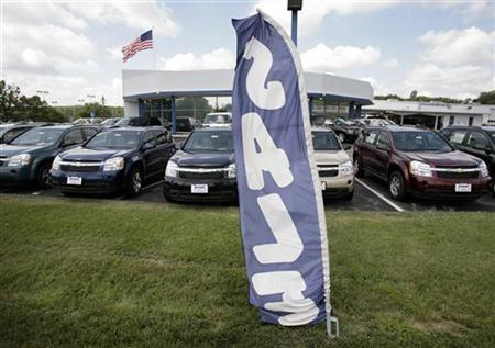 Chevrolet minivans are seen at a dealership in Silver Spring, Maryland, July 1, 2008. REUTERS/Yuri Gripas