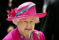 <p>Britain's Queen Elizabeth arrives for The Derby at the Epsom Downs race course in the south of England June 7, 2008. REUTERS/Alessia Pierdomenico</p>