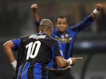 <p>O atacante Adriano, da Inter de Milão, comemora gol marcado na Liga dos Campeões. 22 de outubro.REUTERS/Stefano Rellandini</p>