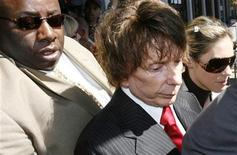 <p>Music producer Phil Spector (C) and his wife Rachelle Spector leave Los Angeles Superior Court after the judge declared a mistrial in his murder trial September 26, 2007. REUTERS/Gus Ruelas</p>