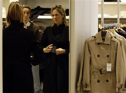 Customers try on clothes inside a Zara store in central Madrid October 20, 2008. REUTERS/Sergio Perez