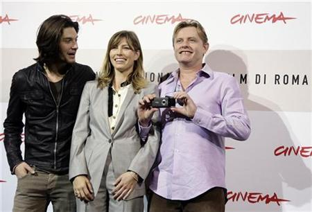 Director Stephan Elliot (R) takes a photo as he poses with actor Ben Barnes (L) and actress Jessica Biel during the photo call for their movie ''Easy Virtue'' at the Rome Film Festival, October 27, 2008. REUTERS/Alessandro Bianchi