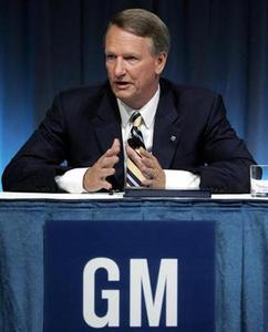 General Motors Chairman and Chief Executive Officer Rick Wagoner talks about cost cutting restructuring during a news conference at GM Headquarters in Detroit, Michigan July 15, 2008. REUTERS/Rebecca Cook