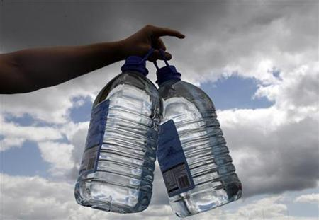 File image of a person holding bottles of water. REUTERS/Darren Staples/file
