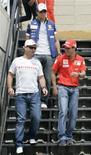 <p>Os pilotos brasileiros Nelsinho Piquet, Rubens Barrichello e Felipe Massa depois de coletiva de imprensa em São Paulo. 30 de outubro.REUTERS/Bruno Domingos (BRAZIL)</p>