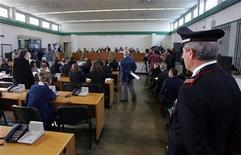 <p>L'apertura del processo per l'uccisione del banchiere Roberto Calvi, a Rebibbia nell'ottobre 2005. REUTERS/Max Rossi</p>