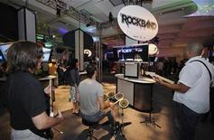 <p>Attendees play the game Rockband by Harmonix at the E3 Media & Business Summit in Los Angeles on July 15, 2008. REUTERS/Phil McCarten</p>