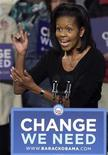 <p>Michelle Obama, moglie del candidato democratico alla presidenza degli Usa, 24 ottobre 2008. REUTERS/Jay LaPrete</p>