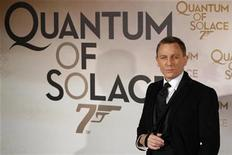 "<p>British actor Daniel Craig arrives for the premiere of the latest James Bond movie ""Quantum of Solace"" in Paris October 30, 2008. REUTERS/Benoit Tessier</p>"