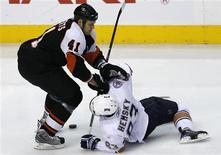 <p>Edmonton Oilers Ales Hemsky (83) is dumped by Philadelphia Flyers defenseman Andrew Alberts (41) during the first period of their NHL ice hockey game in Philadelphia, Pennsylvania, November 2, 2008. Alberts was called for tripping on the play. REUTERS/Tim Shaffer</p>