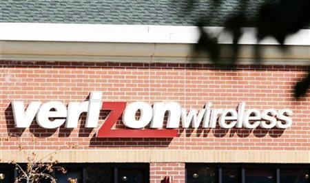 The sign for the Verizon Wireless store is seen in Lakewood, Colorado in this September 11, 2007 file photo. REUTERS/Rick Wilking
